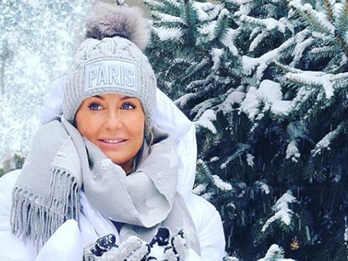 Małgorzata Rozenek w czapce z pomponem
