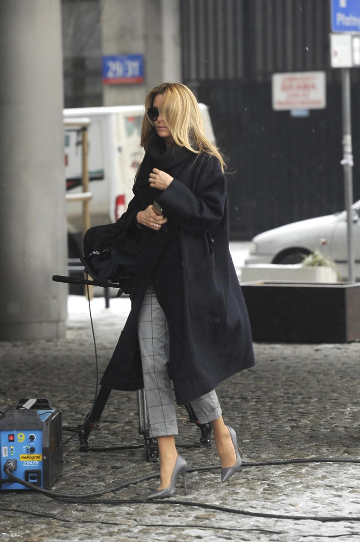 Małgorzata Rozenek w czarnym płaszczu