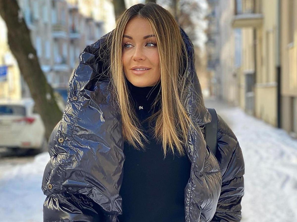 Małgorzata Rozenek w granatowej puchowej kurtce