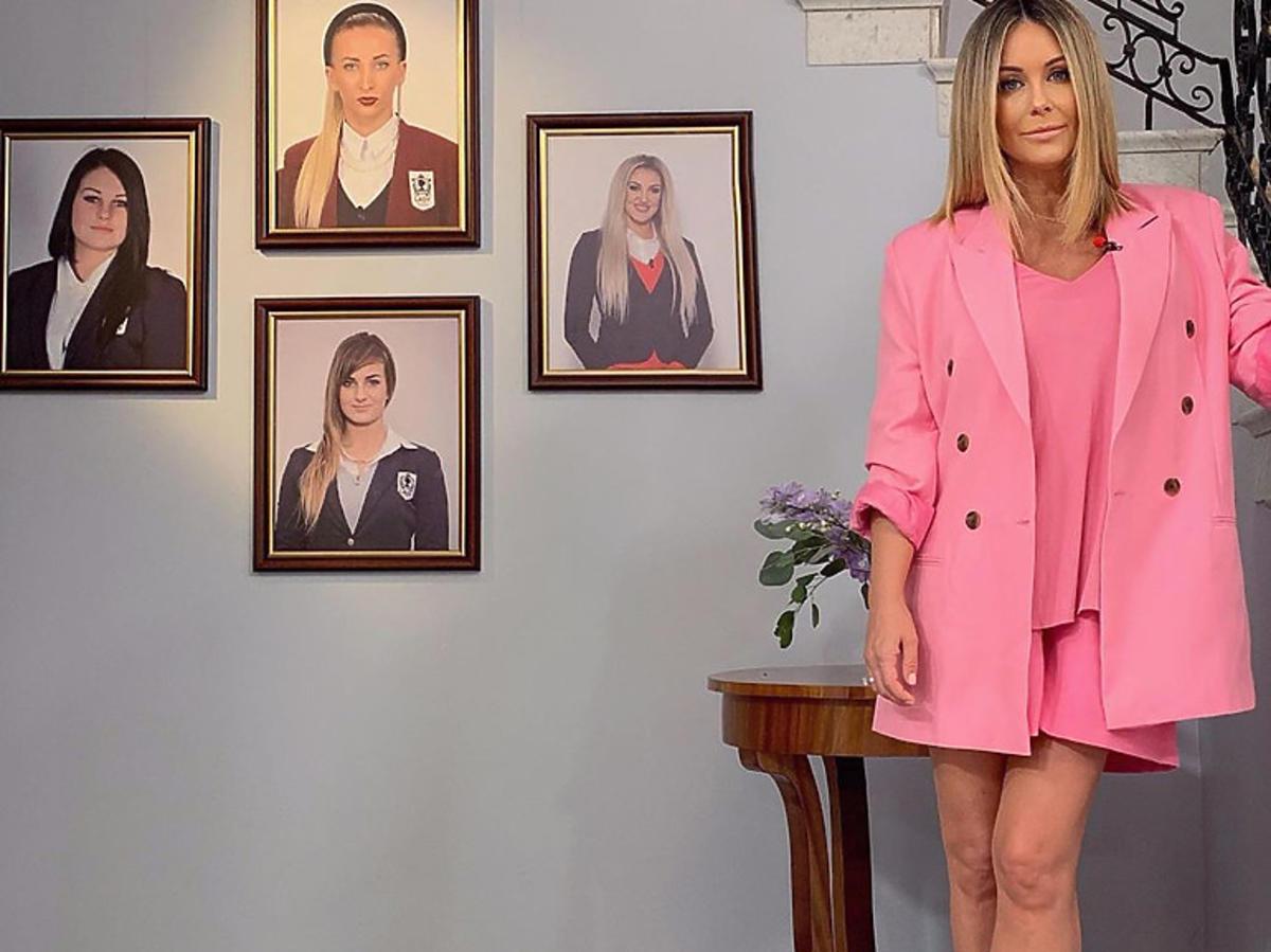 """Małgorzata Rozenek w różowym garniturze na planie """"Projekt Lady"""""""