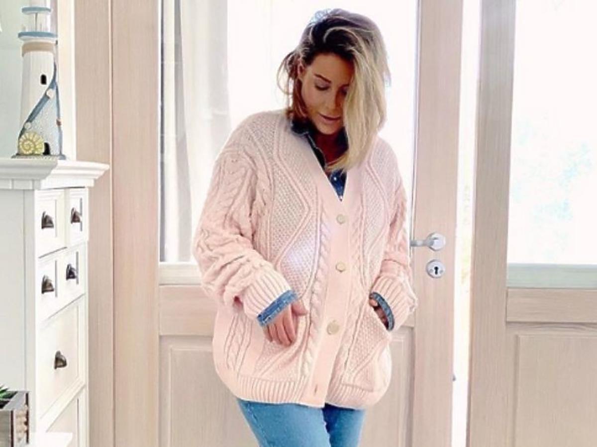 Małgorzata Rozenek w różowym swetrze Silky Mood