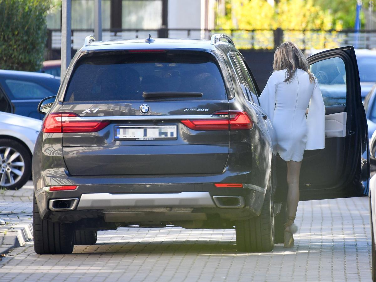 Małgorzata Rozenek w samochodzie