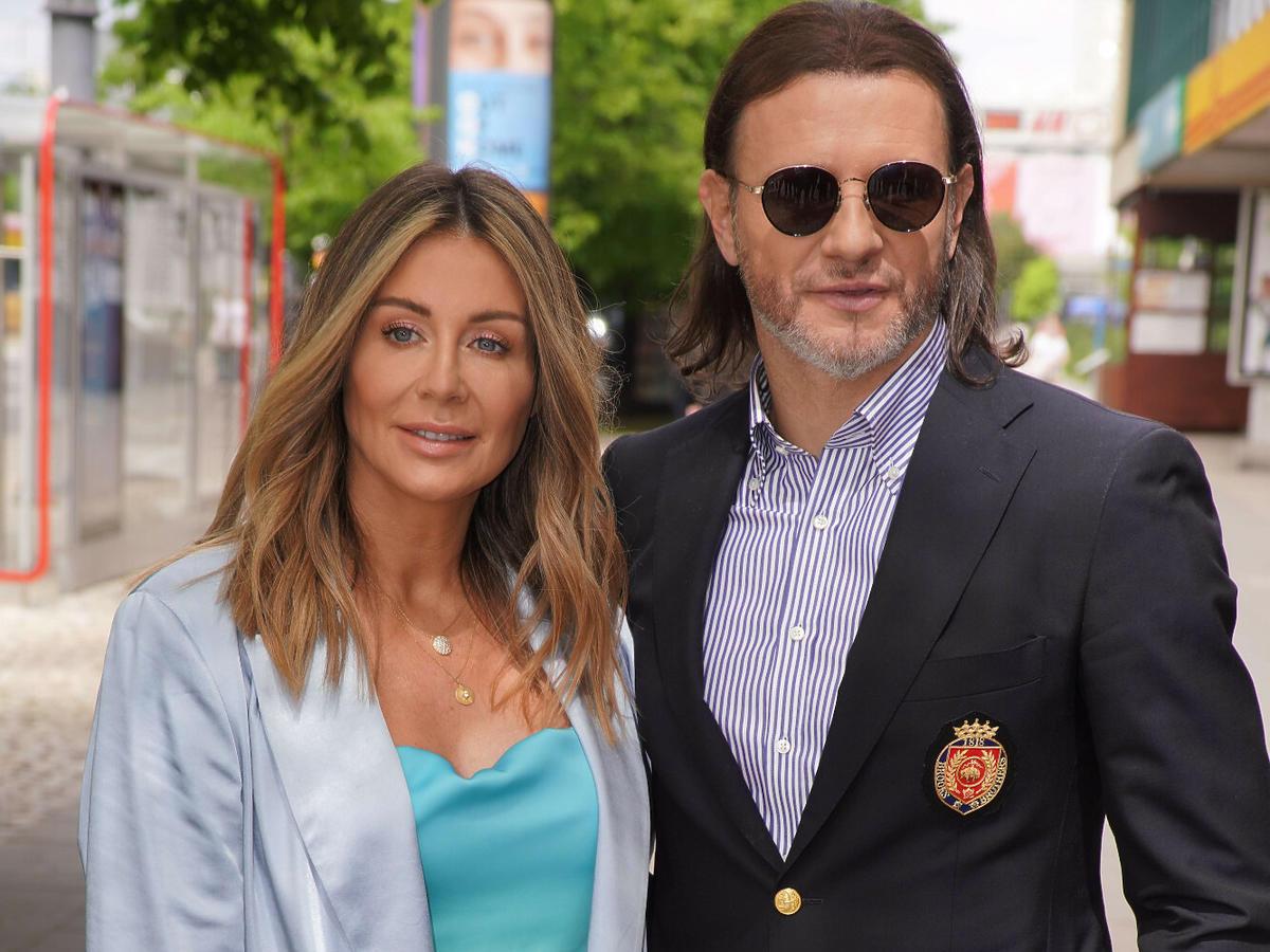 Małgorzata Rozenek w turkusowej sukience z mężem