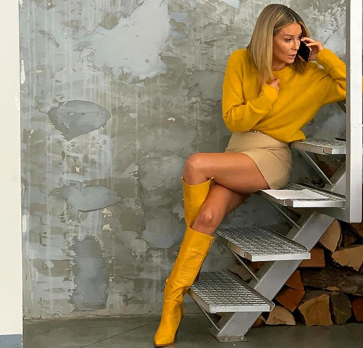 Małgorzata Rozenek w żółtych kozakach