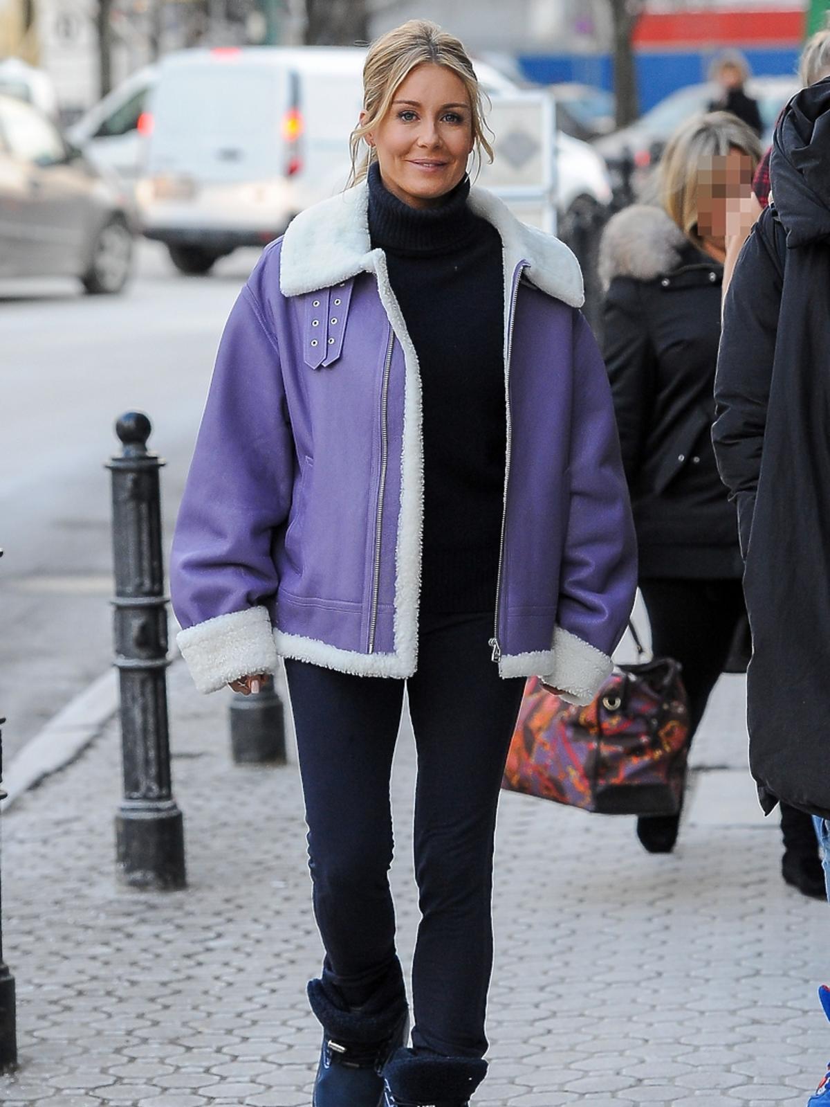 Małgorzata Rozenek wychodzi z konferencji TVN Style