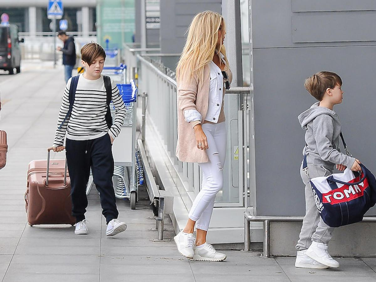 Małgorzata Rozenek z dziećmi i mężem jadą na wakacje - zdjęcia z lotniska