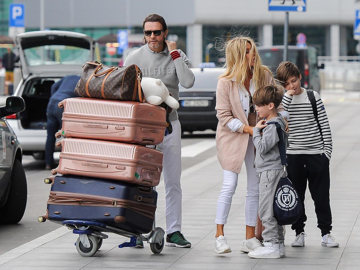Małgorzata Rozenek z rodziną w drodze na wakacje