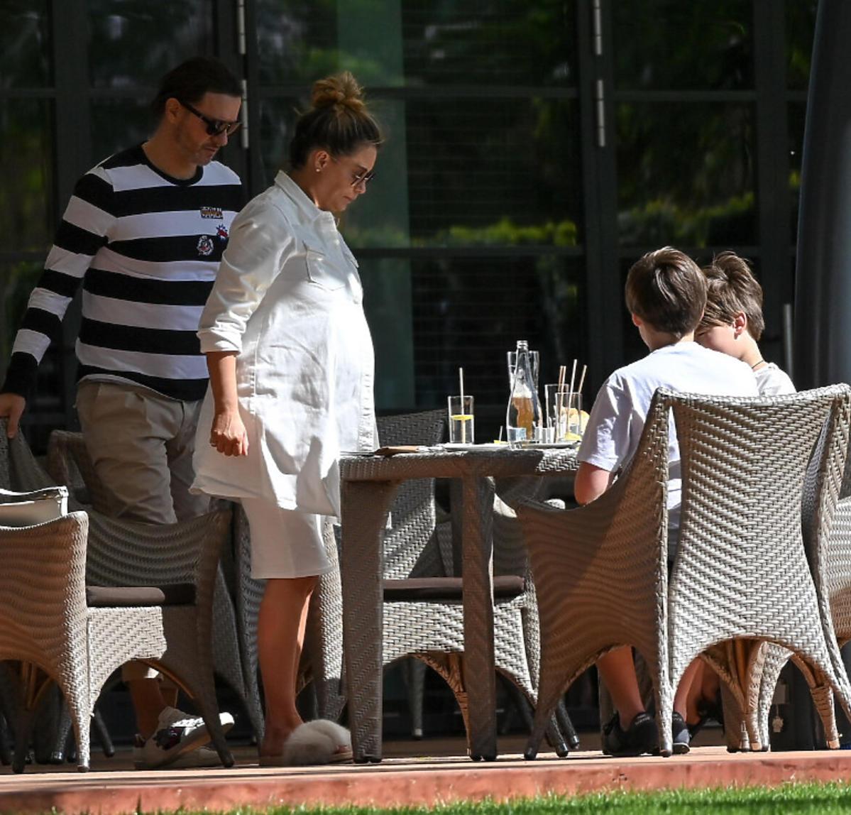 Małgorzata Rozenek z rodziną w restauracji