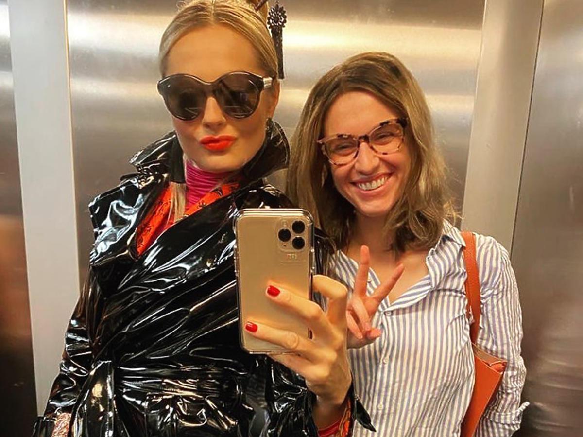 Małgorzata Socha i Julia Kamińska na planie Brzyduli