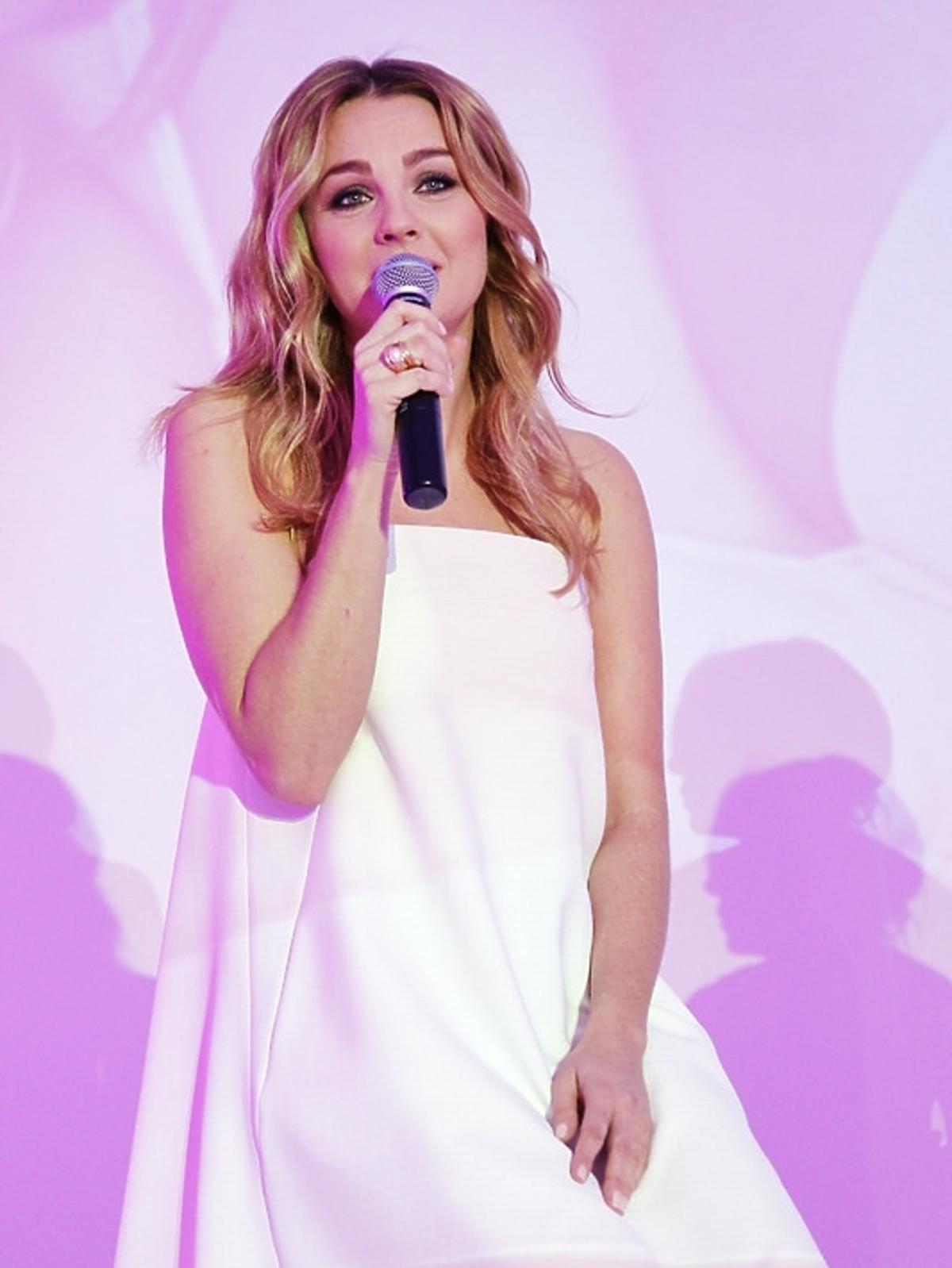 Małgorzata Socha promuje perfumy Avon Sensuelle