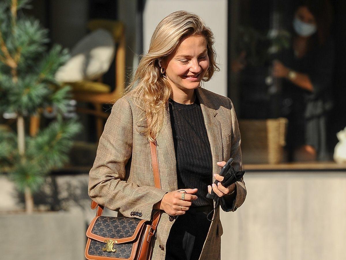 Małgorzata Socha przed butikiem zdjęcia paparazzi