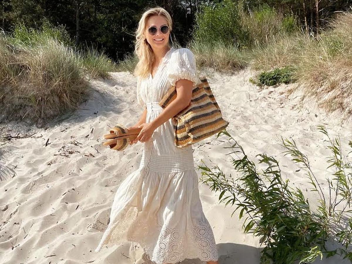 Małgorzata Socha w długiej sukience na wakacjach