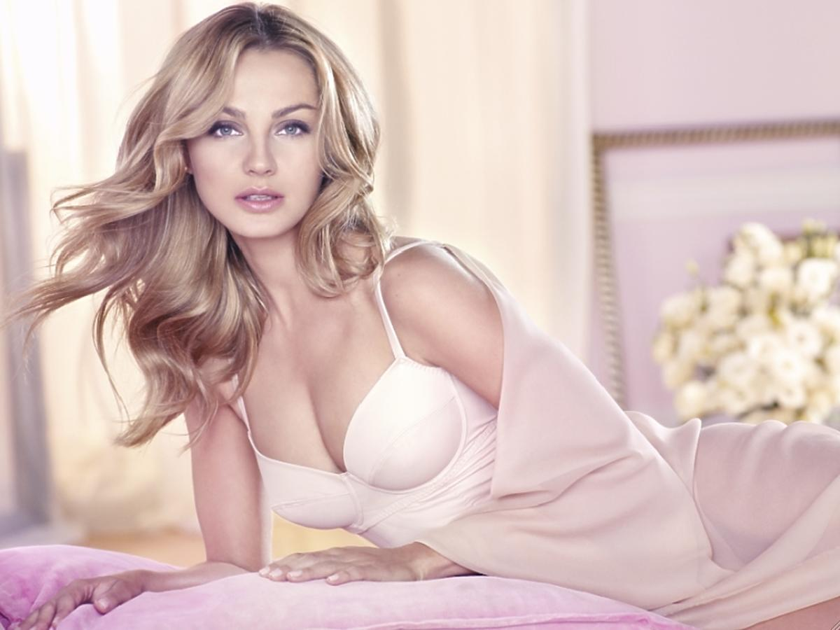 Małgorzata Socha w reklamie perfum Avon Sensuelle