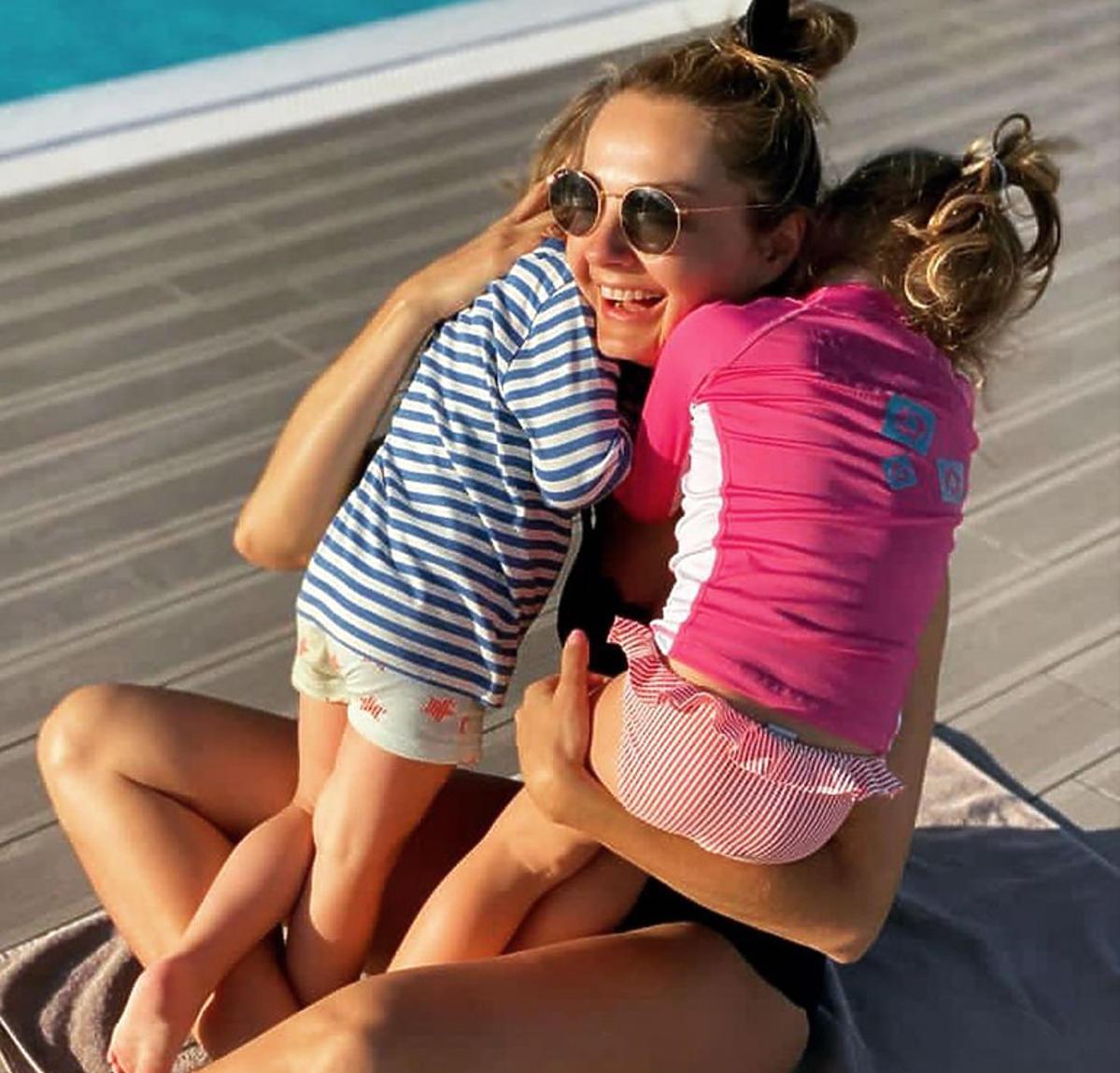 Małgorzata Socha z dziećmi na wakacjach