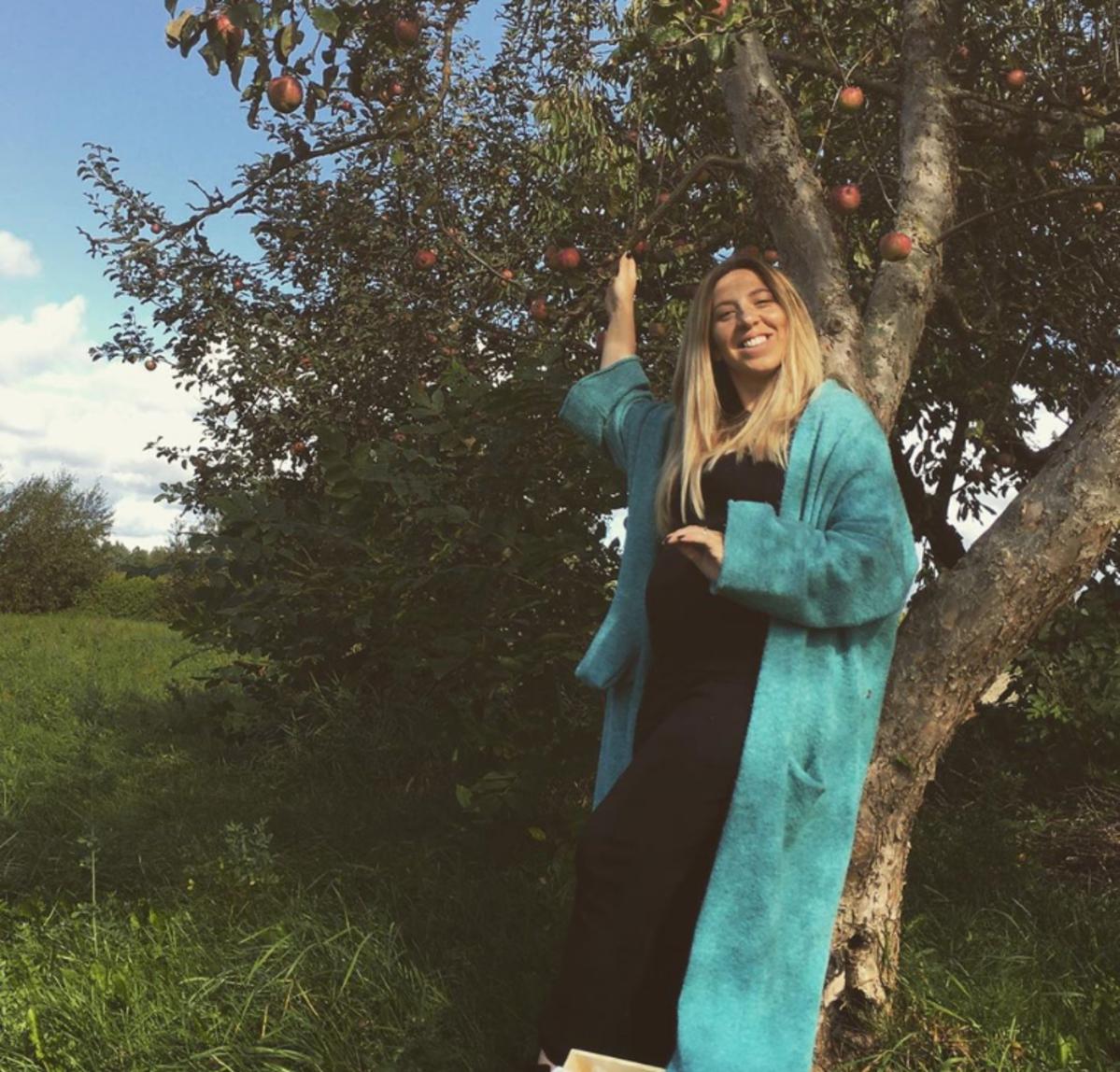 Małgosia Borysewicz z rolnik szuka żony w długim swetrze