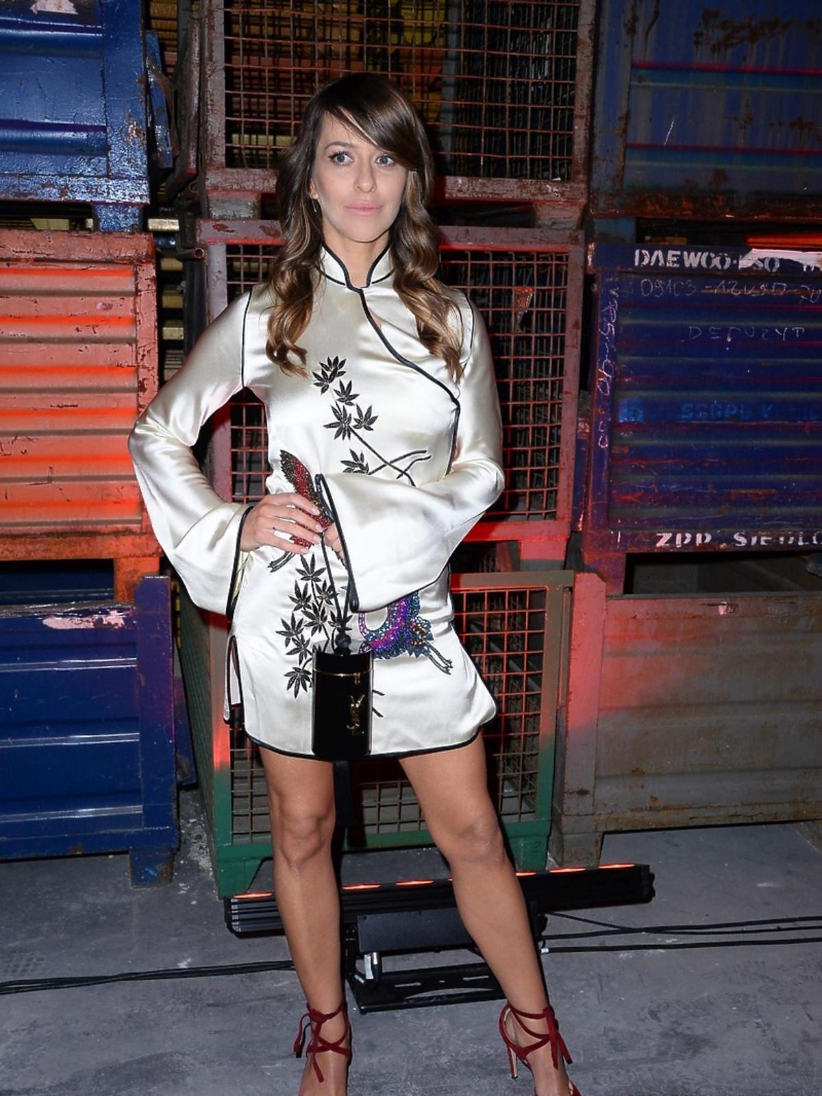 Malwina Wędzikowska w jasnej sukience