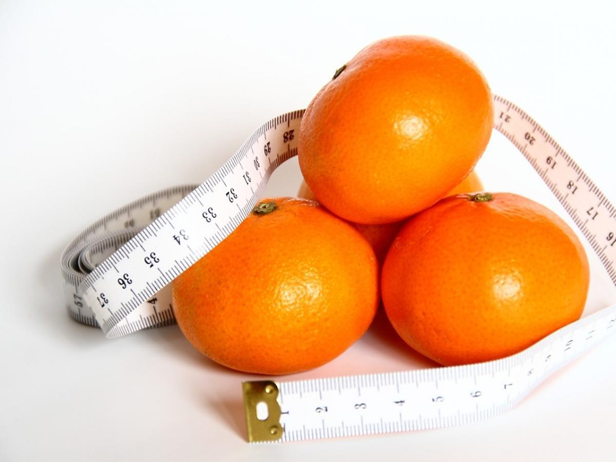 mandarynki i centymetr