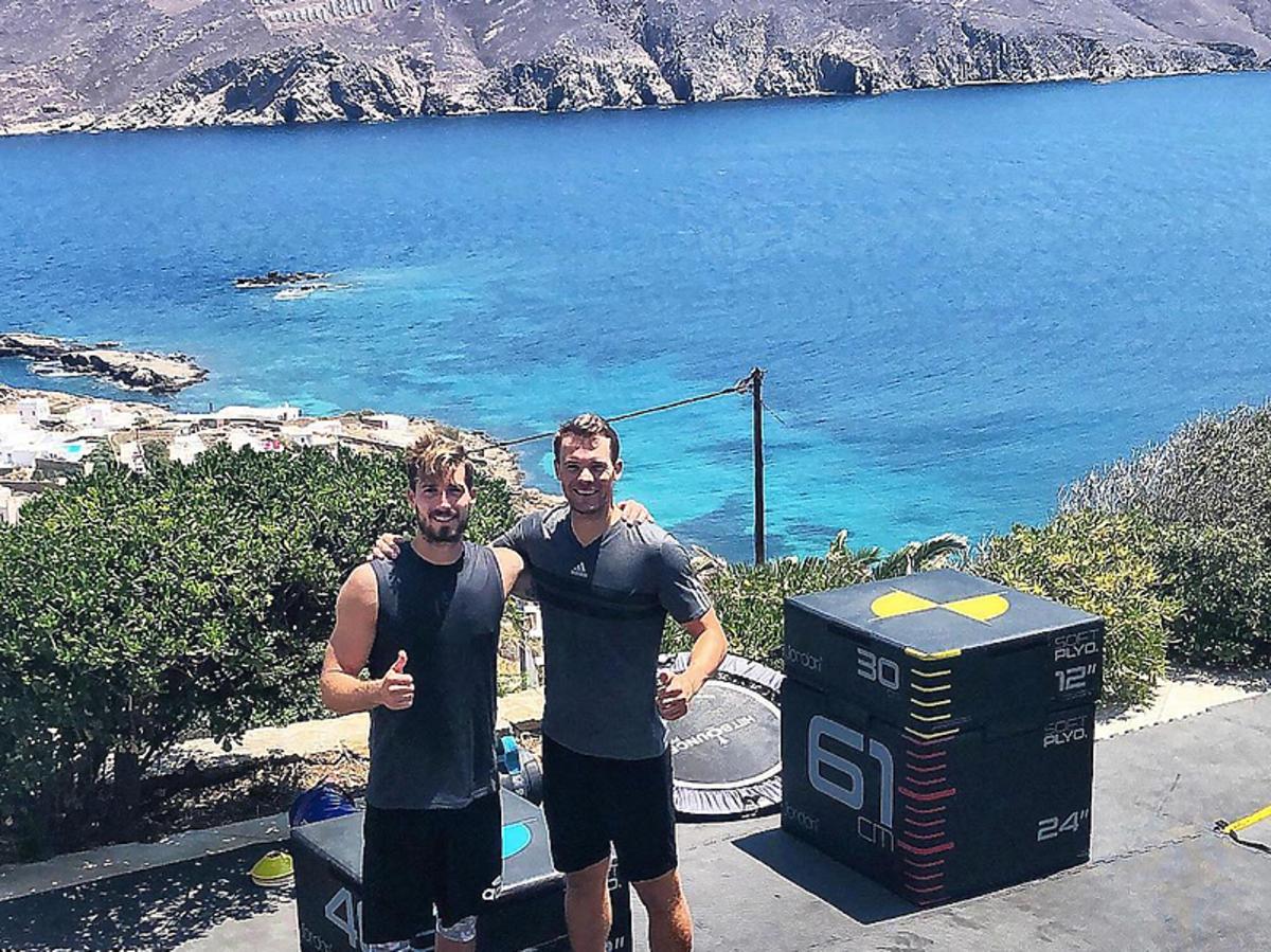 Manuel Neuer i Kevin Trapp ćwiczą na Mykonos
