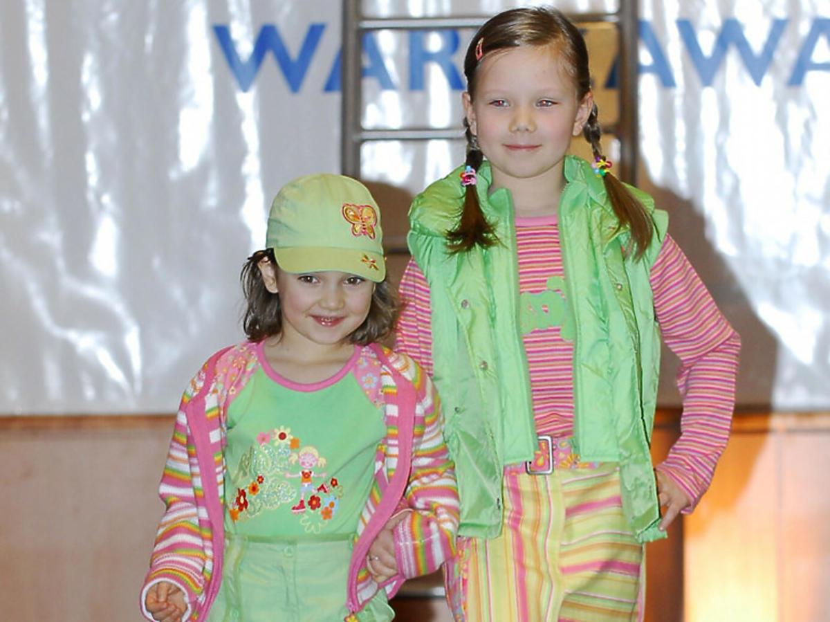 Marcelina i Julia, zdjęcie z dzieciństwa podczas jakiegoś występu