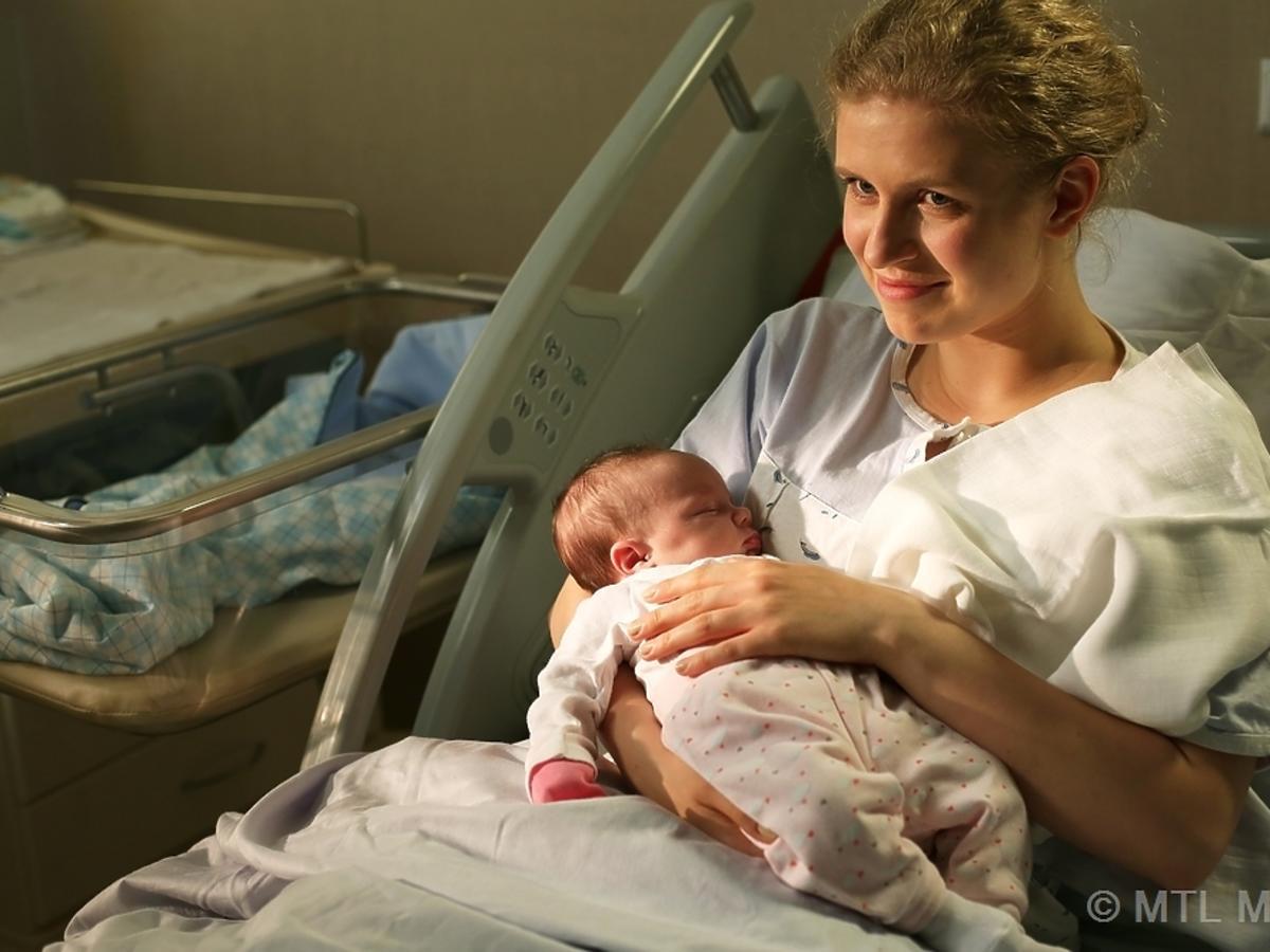 Marcianna Lelek z dzieckiem na rękach