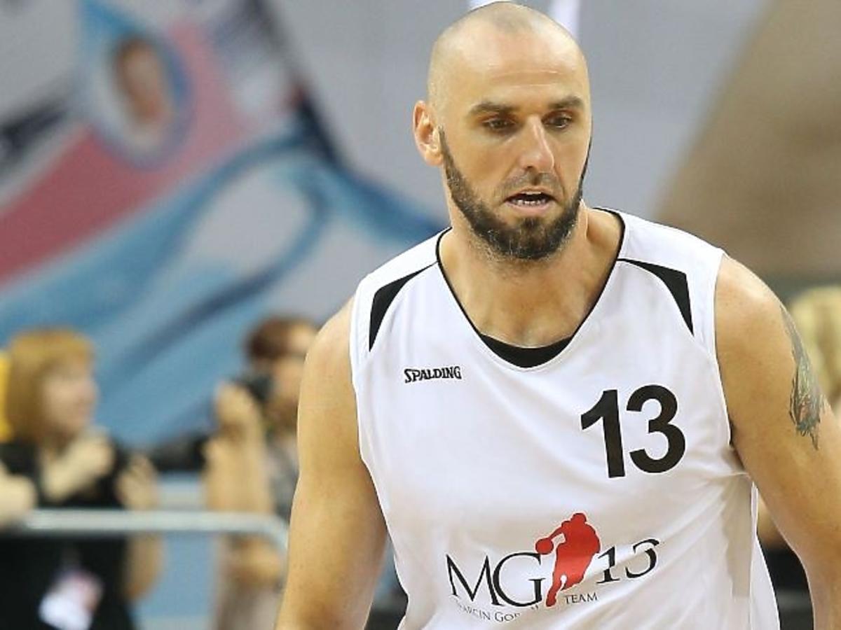 Marcin Gortat w koszulce sportowej