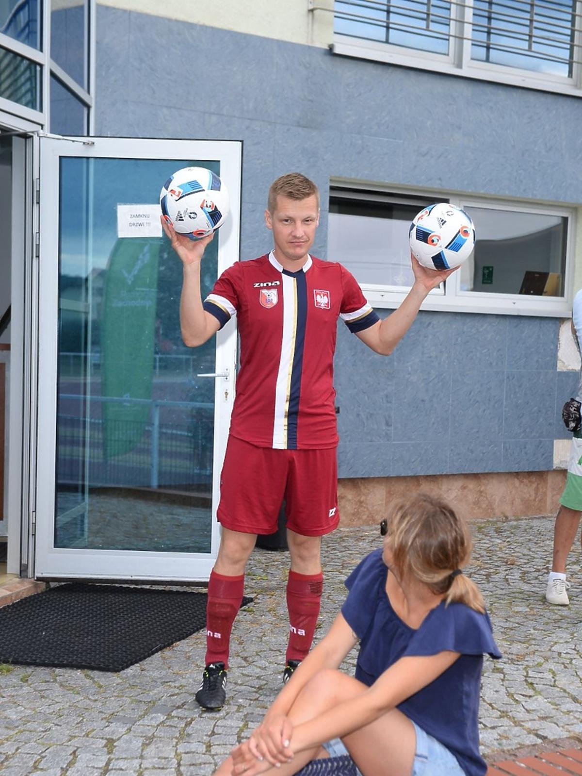 Marcin Mroczek w stroju piłkarskim