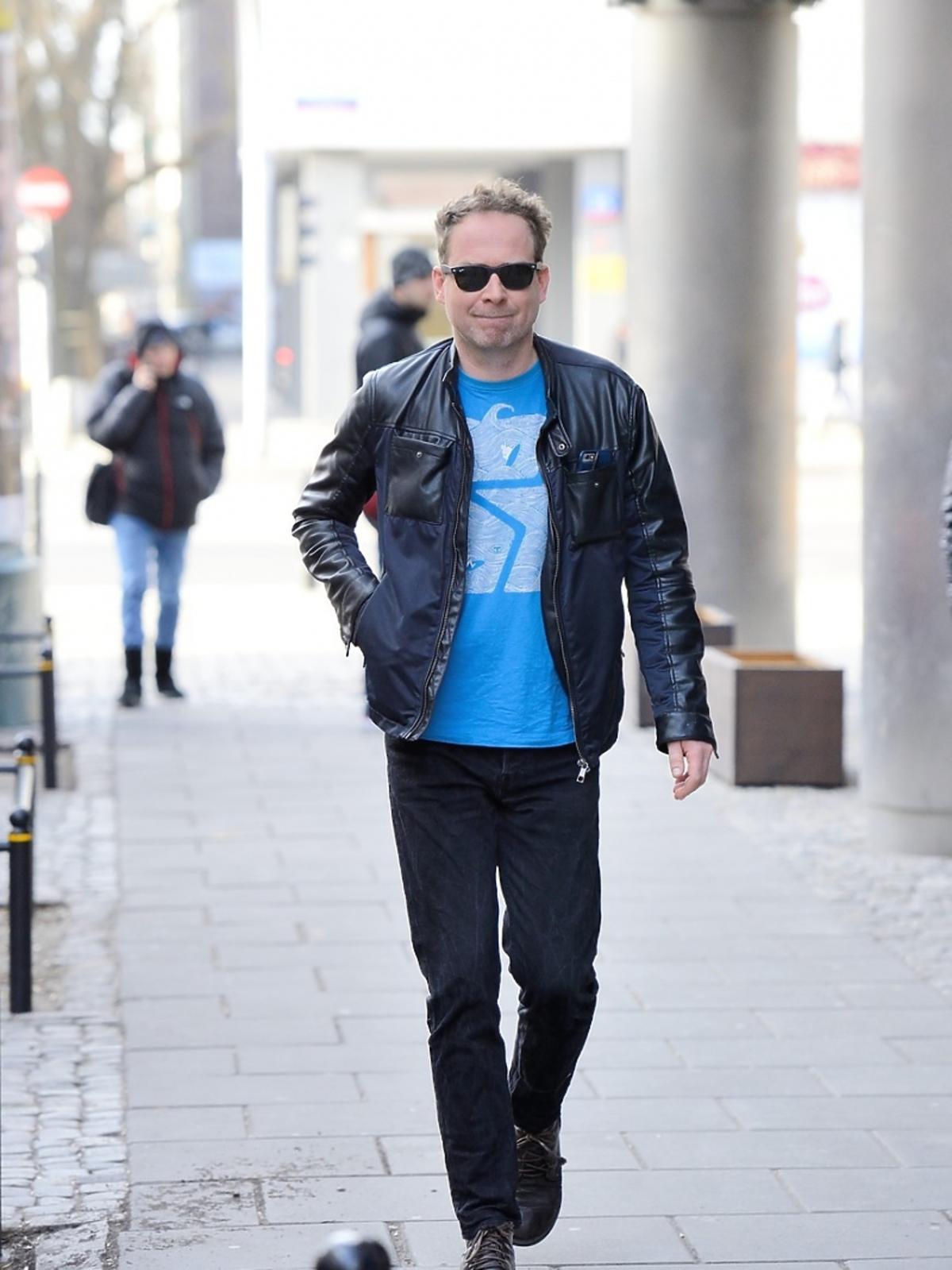 Marcin Perchuć w niebieskiej koszulce