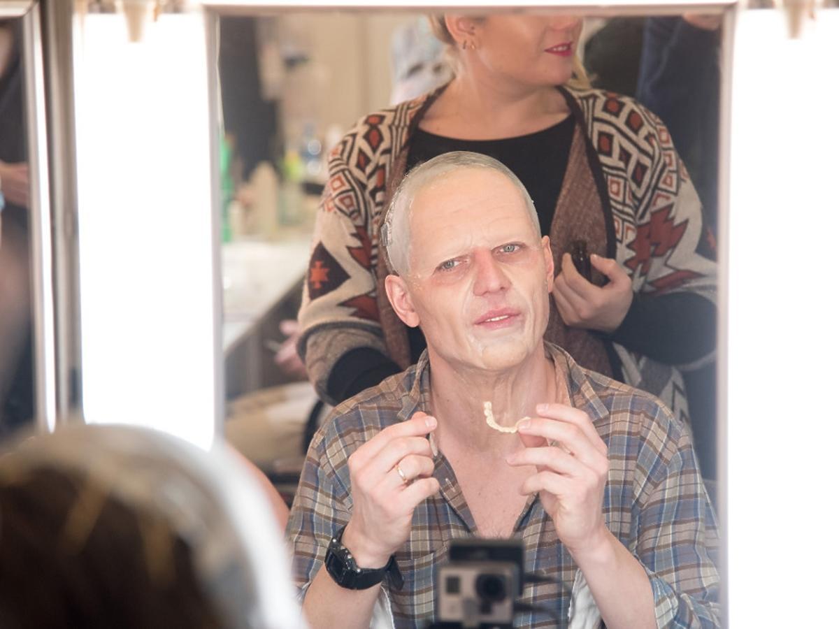 Marcin Rogacewicz wciela się w Micka Jaggera