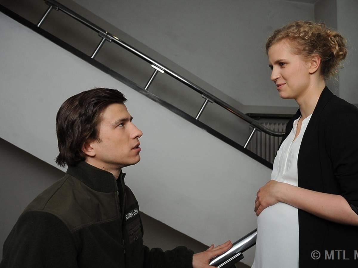 Marcjanna Lelek i Piotr Nerlewski na klatce schodowej