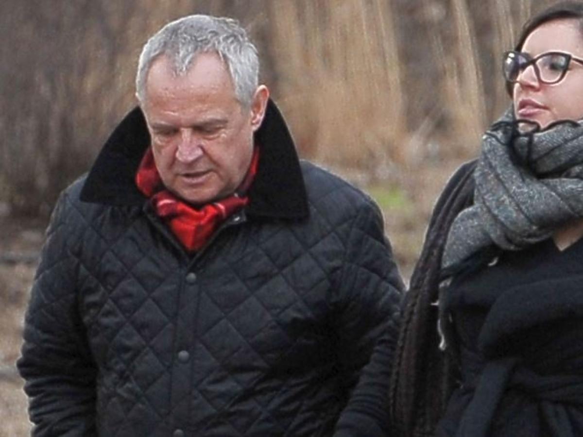 Marek Kondrat w czerwonym szaliku