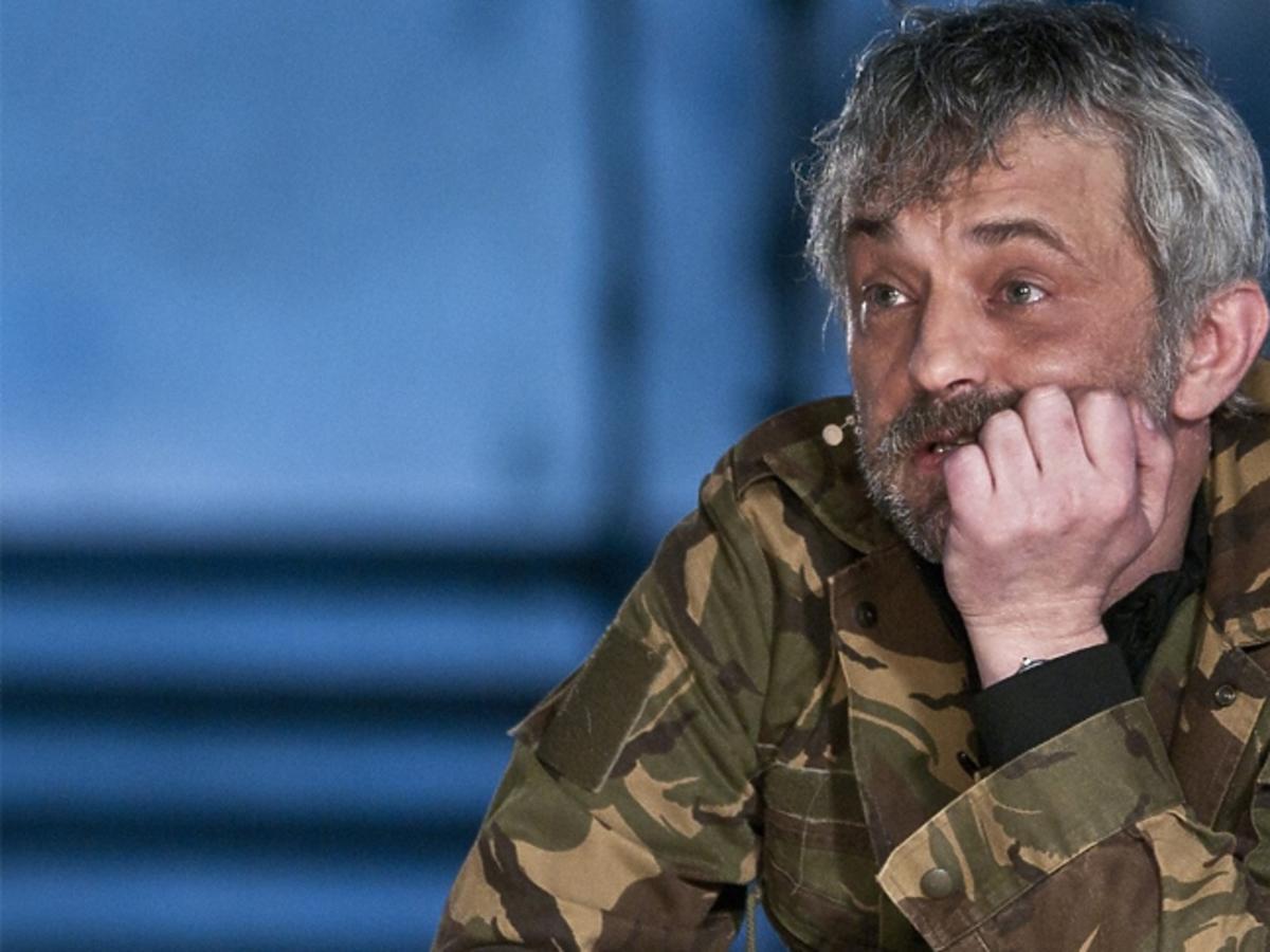 Marek Raczkowski w kurtce moro