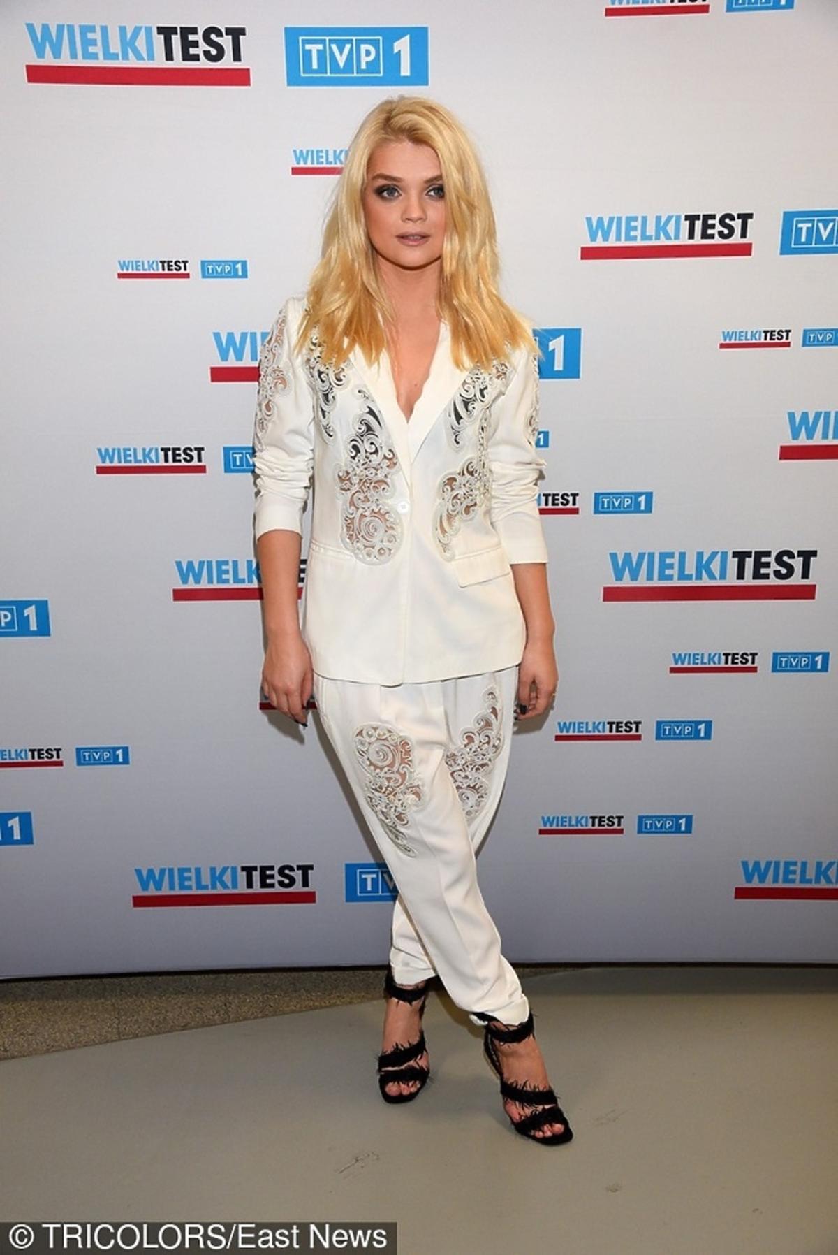Margaret w białym garniturze