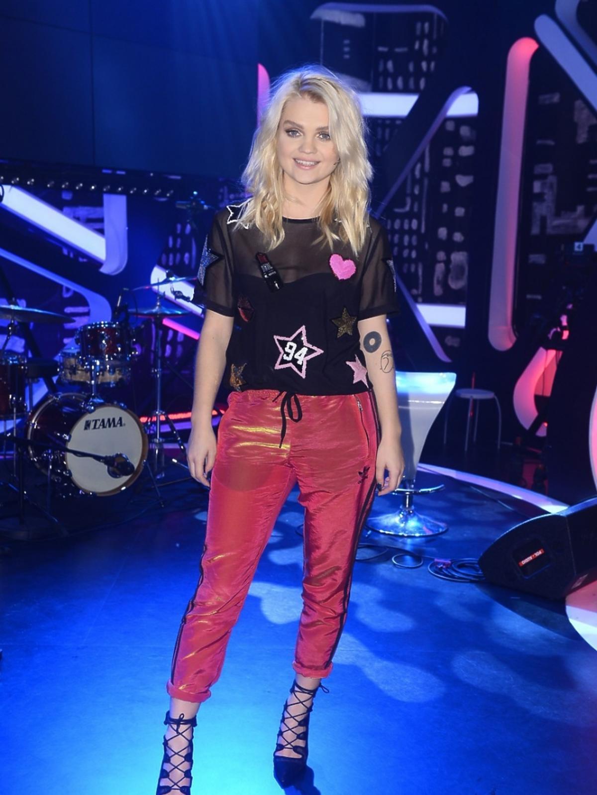 Margaret w czerwonych spodniach