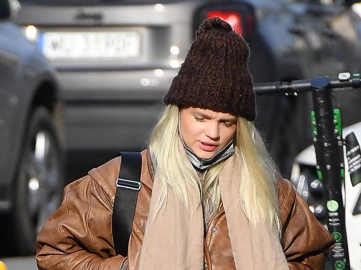 Margaret w zimowej kurtce i czapce
