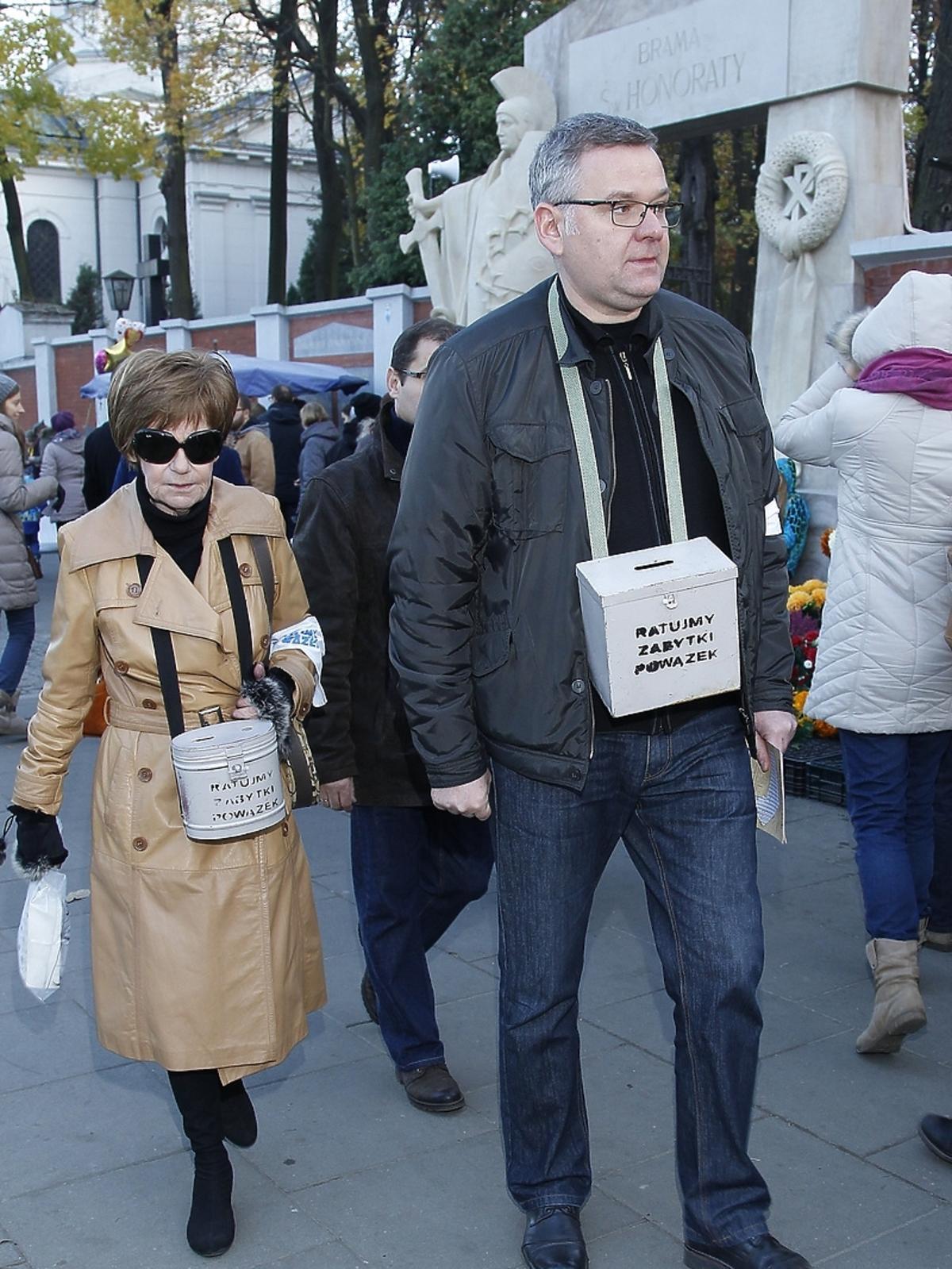 Maria Czubaszek i Artur Andrus podczas kwesty artystów na Powązkach