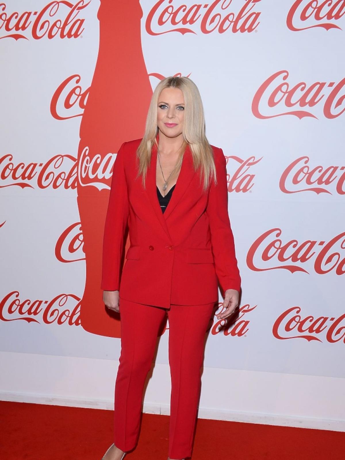 Maria Sadowska w czerwonym garniturze