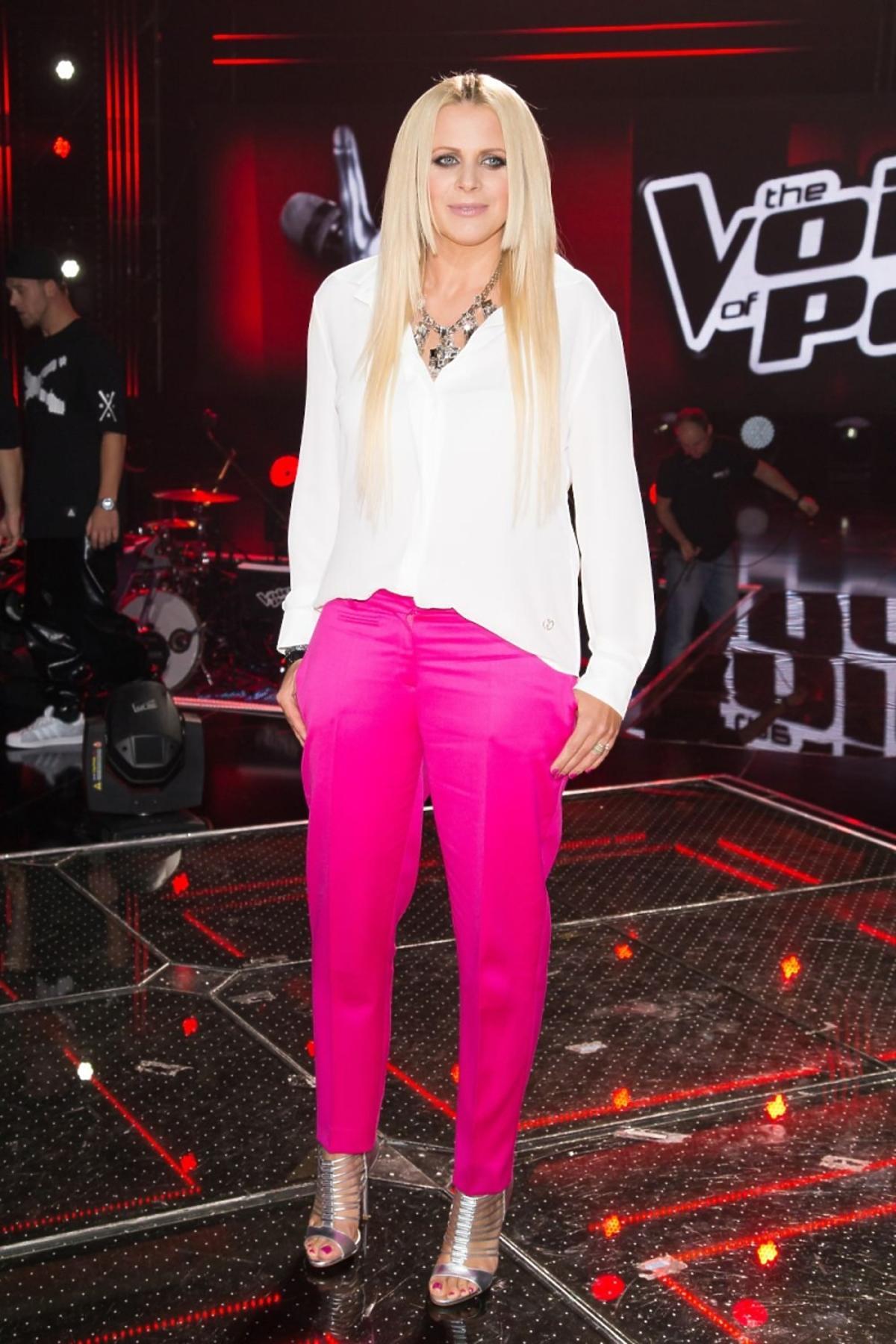 Maria Sadowska w różowych spodniach
