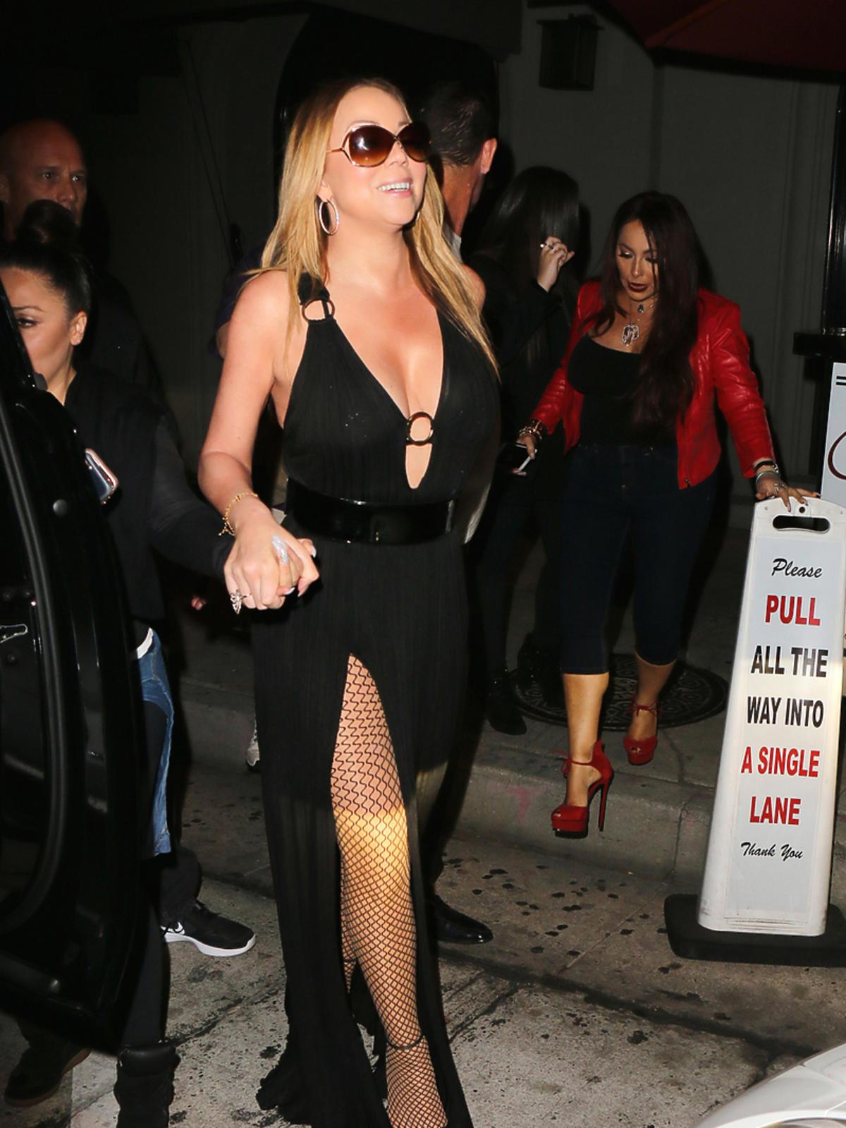 Mariah Carey w czarnej sukni z dekoltem