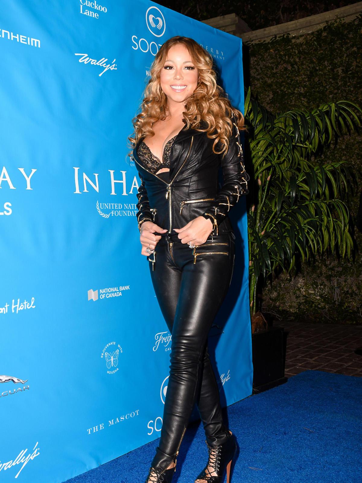 Mariah Carey w czarnynch skórzanych spodniach i kurtce z dekoltem