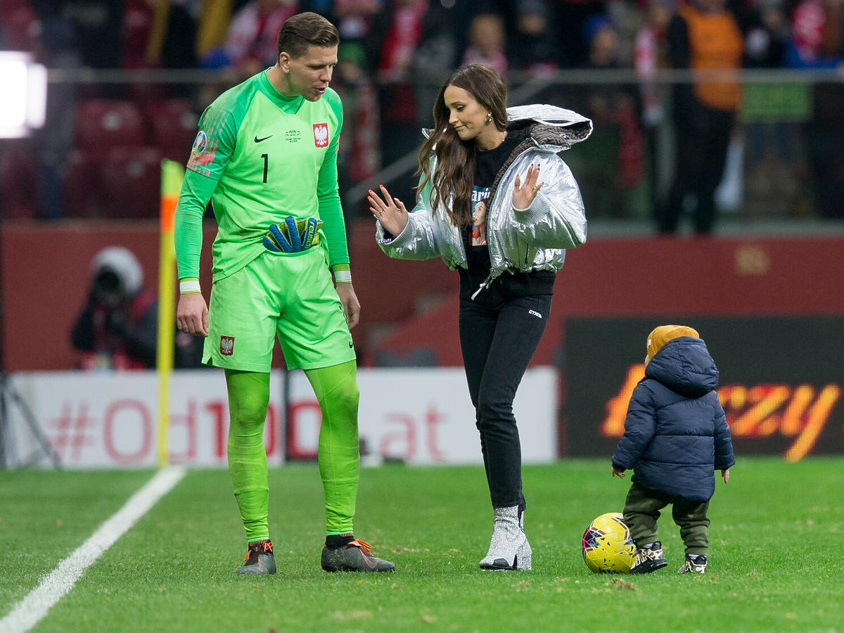 Marina i Wojciech Szczęsni na boisku