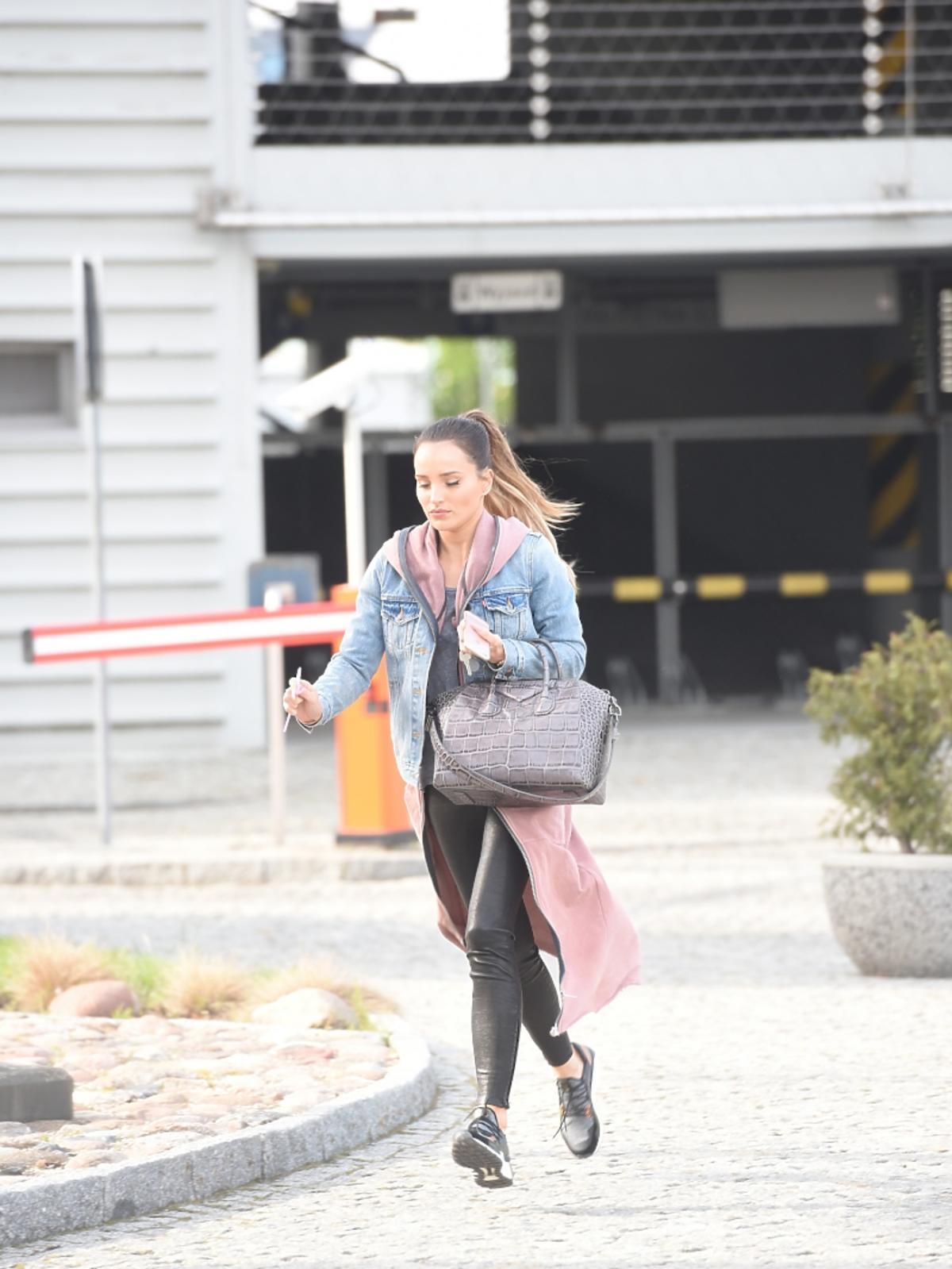 Marina Łuczenko ucieka przed paparazzi