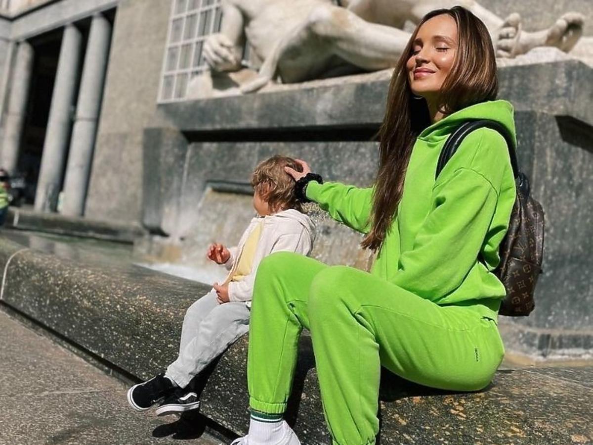 Marina w zielony dresie