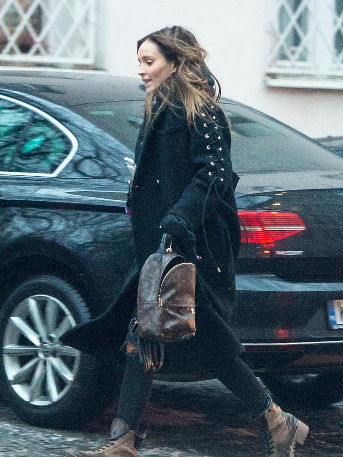 Marina z plecakiem