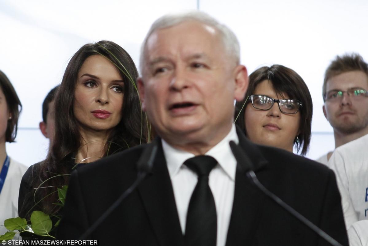 Marta Kaczyńska stoi u boku Jarosława Kaczyńskiego