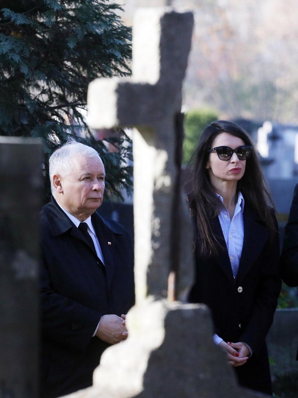 Marta Kaczyńska z Jarosławem Kaczyńskim na cmentarzu