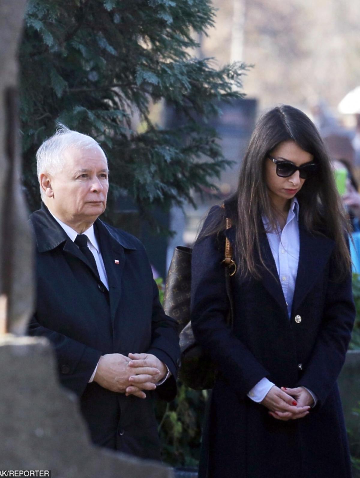 Marta Kaczyńska z Jarosławem Kaczyńskim na Powązkach