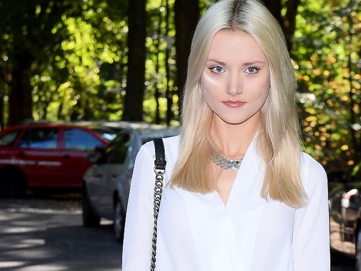 Marta Sędzicka w białej koszuli