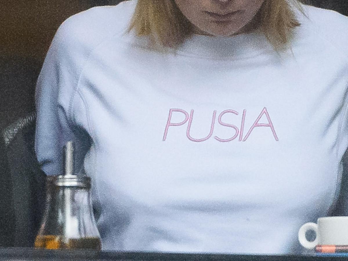 Marta Wierzbicka w bluzie z napisem Pusia
