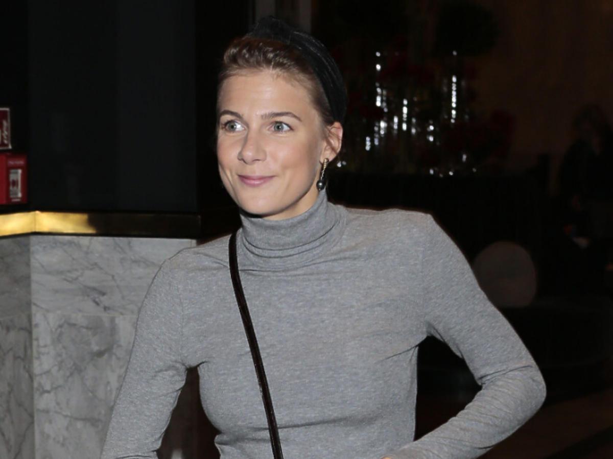 Marta Wierzbicka w szarym golfie