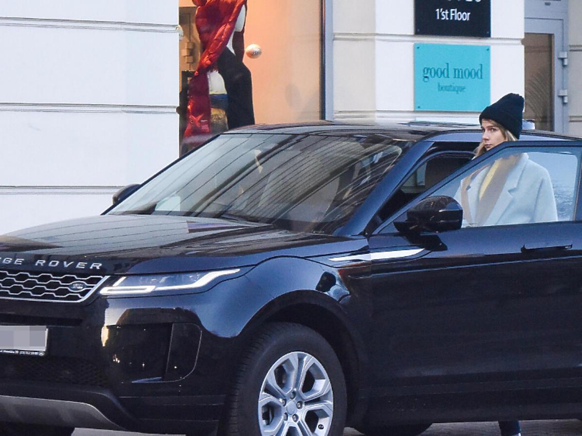 Marta Wierzbicka wsiada do samochodu